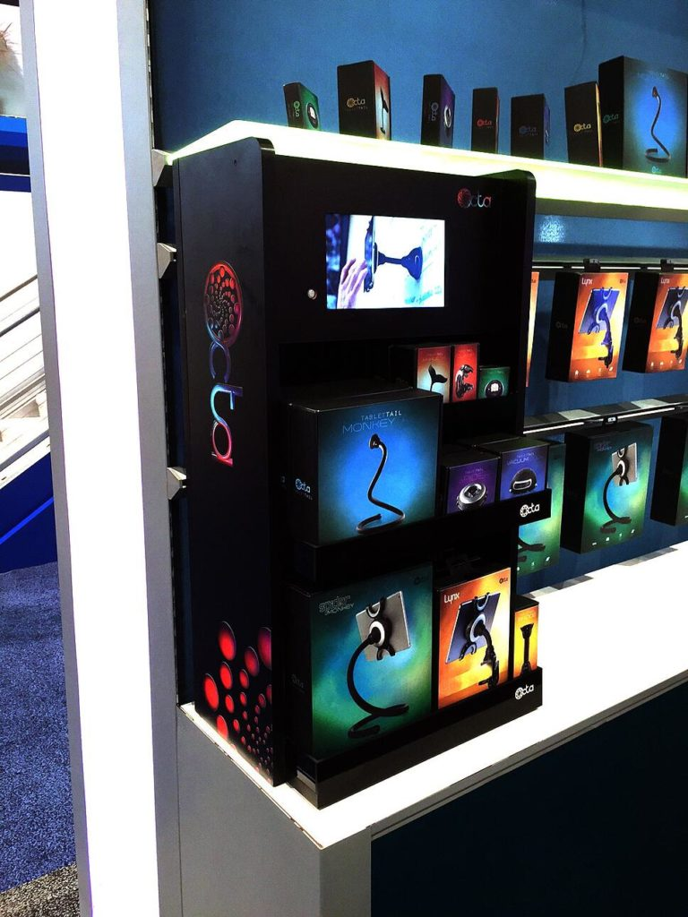 Consumer Electronic Show Point of Purchase design Disply for Octa ipad accessories