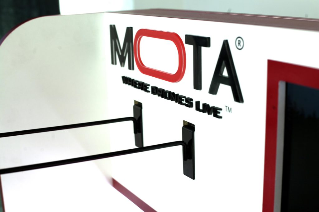 MOTA ACRYLIC retail display design